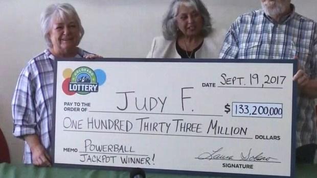 Abuela cuenta cómo gastará $133 millones que ganó en la lotería