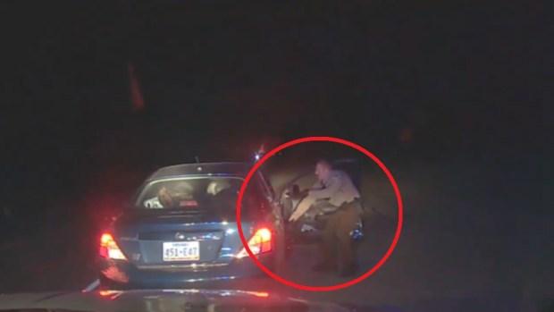 [TLMD - LV] Arrestado rompe a cabezazos la ventana de la patrulla