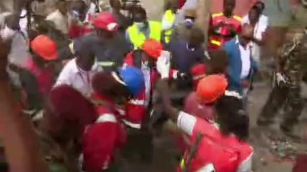 [TLMD - MIA] Rescatan a mujer de escombros en Kenia
