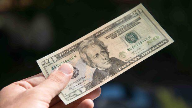 [TLMD - SA] Oficiales enseñan cómo puede identificar un billete falso