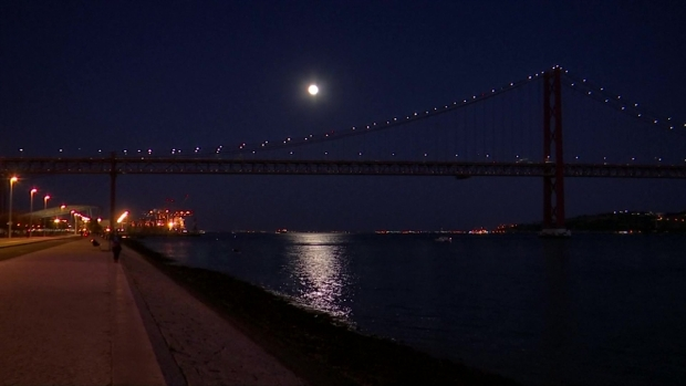 [TLMD - LV] La superluna ilumina el cielo de Portugal