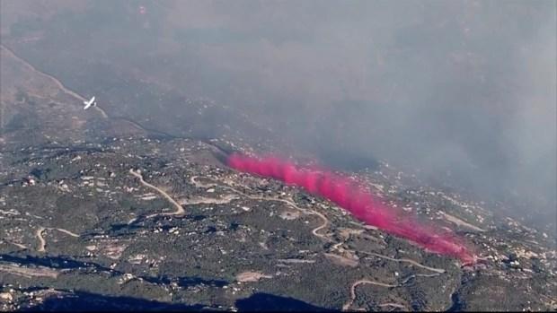 [TLMD - SD] Equipos de Cal Fire sueltan retardante de fuego