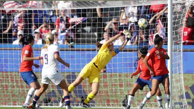 [TLMD - LV] Arquera chilena defiende su arco contra la campeona Lloyd