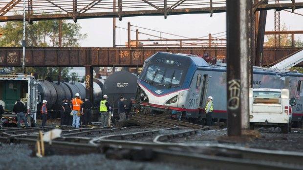 En fotos: mortal descarrilamiento de un tren en Filadelfia