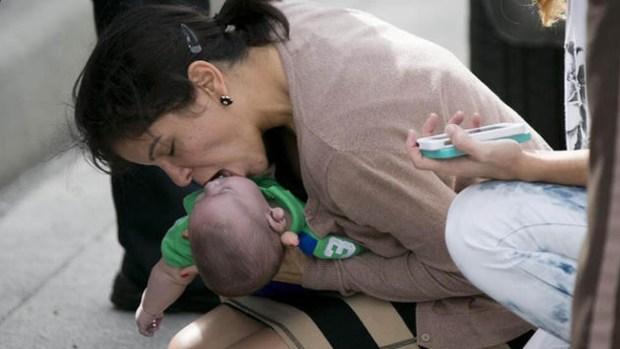 Video: Milagro en la carretera: salvan a bebé