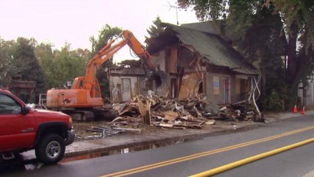 """Video: Lista demolición de """"Casa del horror"""""""