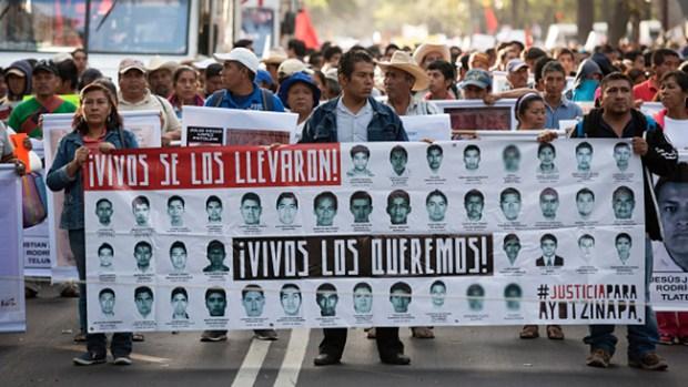 Video: México: Marcha por 43 desaparecidos