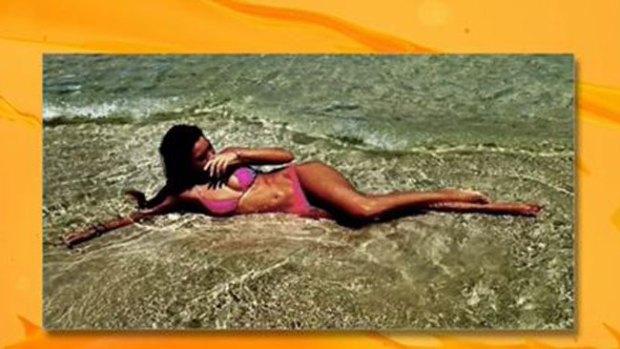 Video: Frida Sofía paraliza la playa con su bikini