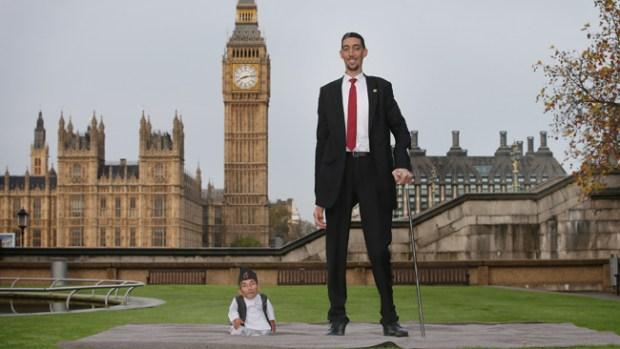 Video: Juntos el hombre más alto y el más bajo