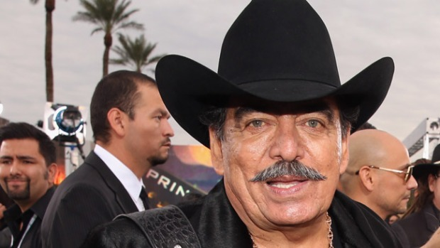 Video: Joan Sebastian se retira de concierto