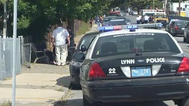 Video: Joven baleado en el pecho en Lynn