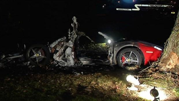 Video: Ferrari se estrella contra árbol; 2 muertos