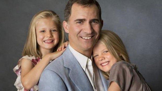 Video: Inéditas fotos del Príncipe y sus hijas