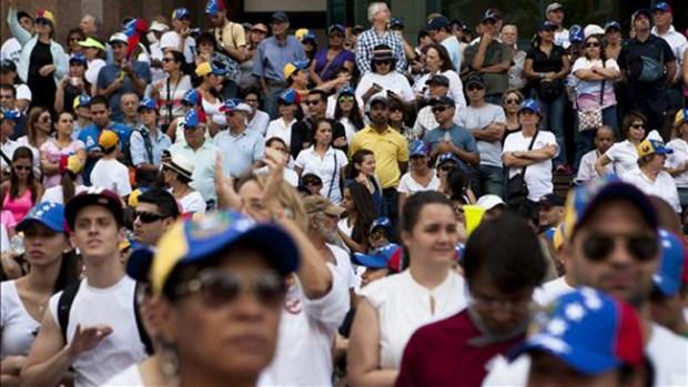 Video: Multitudinarias protestas en Venezuela