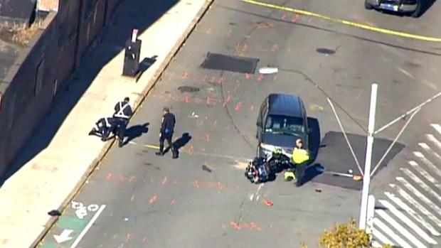 Video: Policía herido tras chocar contra auto