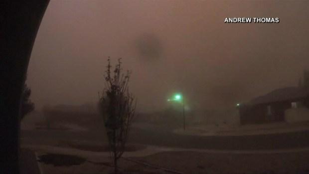 [TLMD - LV] Gigantesca tormenta de arena envuelve a poblado en Australia