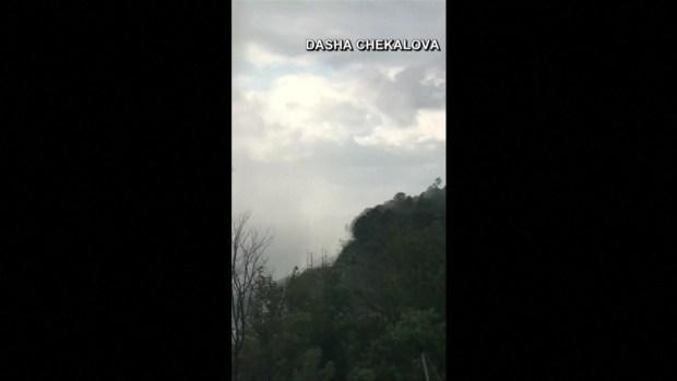 [TLMD - LV] Turista observa temerosa una enorme tromba marina