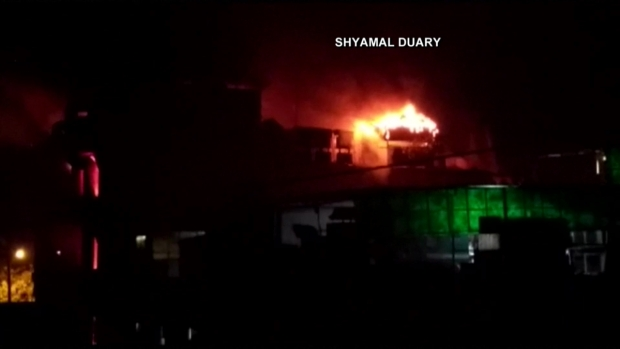 [TLMD - LV] Mortal incendio arrasa con hotel en la India