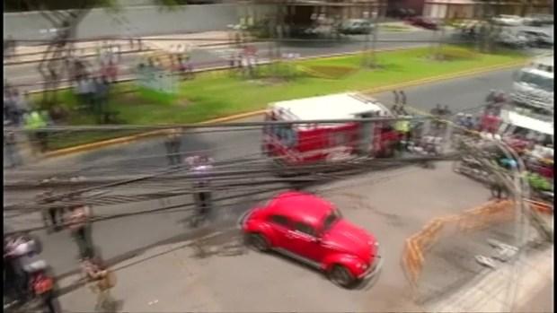 [TLMD - LV] Avioneta aterriza en plena avenida en Perú