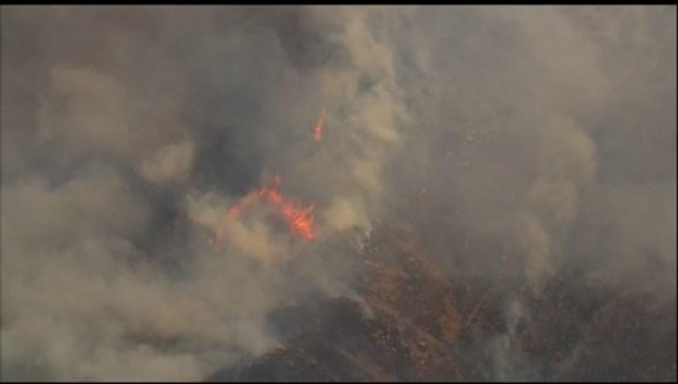 Incendio amenaza comunidad en Ramona
