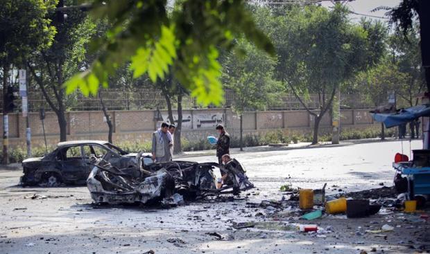 [TLMD - NATL] Bombazo causa baño de sangre frente a universidad afgana