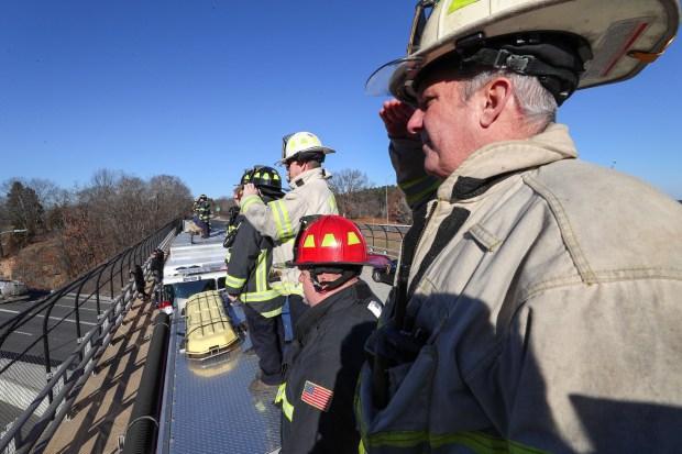 IMÁGENES: Rinden homenaje a bombero caído de Worcester