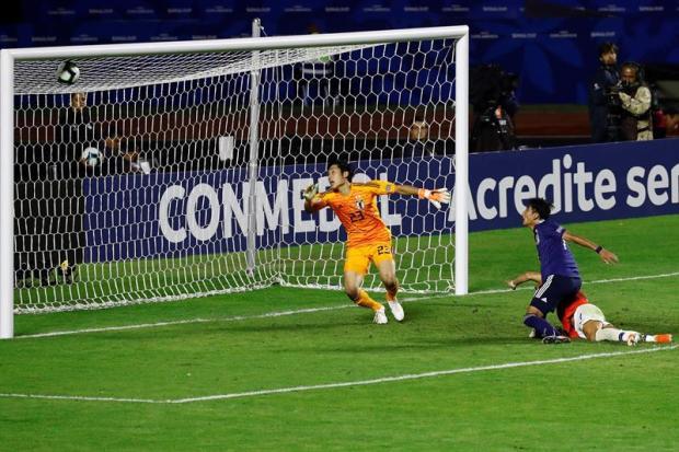 [TLMD - National- LV] Alexis Sanchez marca de cabezazo el tercero de Chile