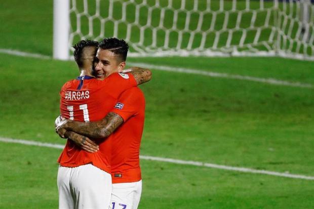 [TLMD - National-LV] Gol de Chile: Pulgar se crece con fulminante cabezazo