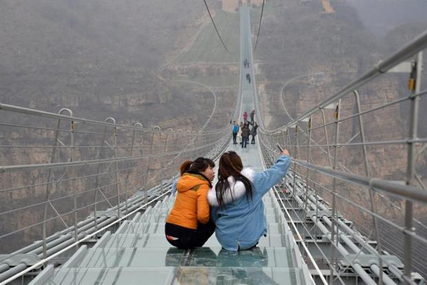 Resbaladizo: peligro latente en el puente de cristal más largo