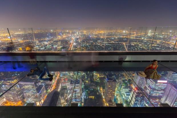 [TLMD - NATL] Pisar vidrio a más de 1,000 pies de altura: turismo de infarto