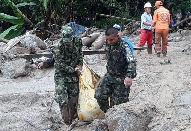 Tragedia en Colombia: avalancha los arrastra a la muerte