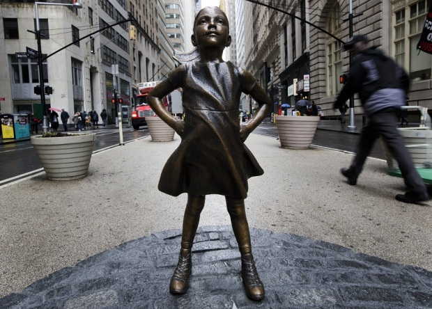 El mensaje tras la niña que desafía al toro de Wall Street
