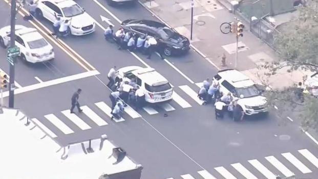 [TLMD - NY] Al menos tres oficiales heridos en tiroteo en Filadelfia