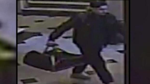 [TLMD - NY] Anciano recibe brutal paliza en ascensor de edificio
