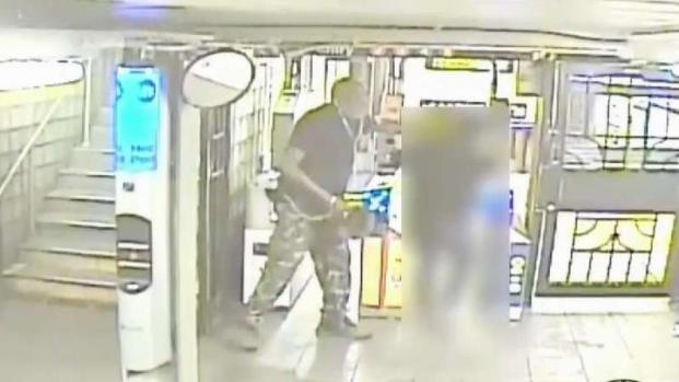 [TLMD - NY] Arrastran y golpean a mujer durante robo en estación