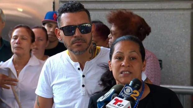 """[TLMD - NY] Madre de Junior grita """"asesinos"""" a los acusados"""