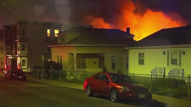 [TLMD - Boston] Miles de evacuados tras gigantezco fuego en East Boston
