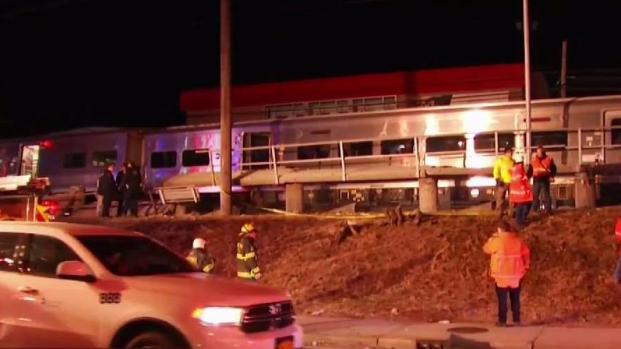 [TLMD - NY] Muertos tras choque entre vehículo y trenes de pasajero