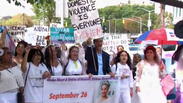 [TLMD - NY] Novias marchan en NY contra la violencia doméstica