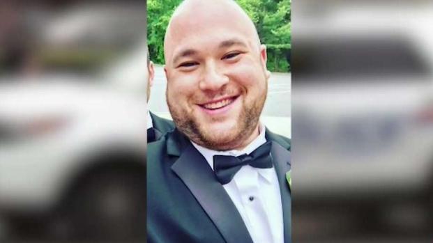 [TLMD - NY] Policía: Apuñalado más de 100 veces por su pareja
