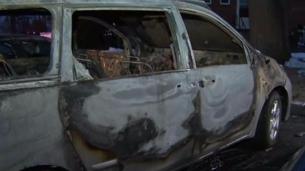 [TLMD - Boston] Policía busca a responsable de incendiar 3 autos