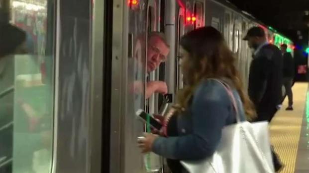 [TLMD - NY] Sospechoso activa frenos de emergencia en trenes de NY