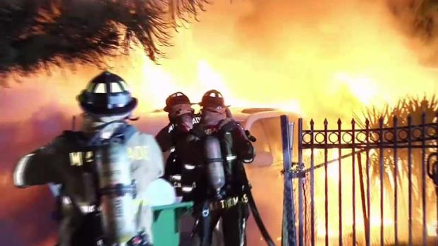 [TLMD - MIA] Voraz incendio en vivienda de Miami
