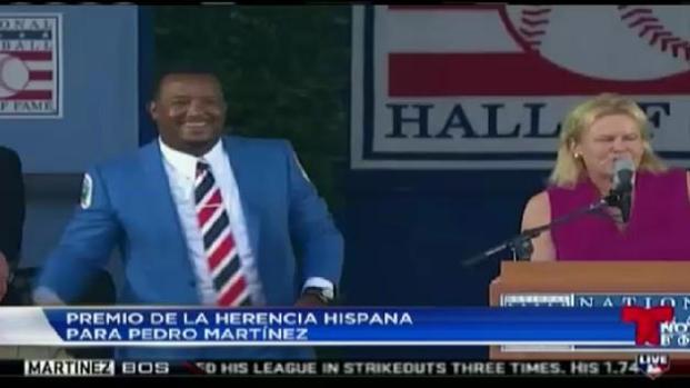 Pedro recibe Premio de Herencia Hispana