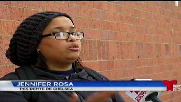 Latinos en Chelsea votan en las primarias por un concejal