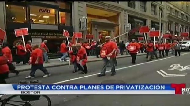 Empleados de MBTA protestan contra privatización