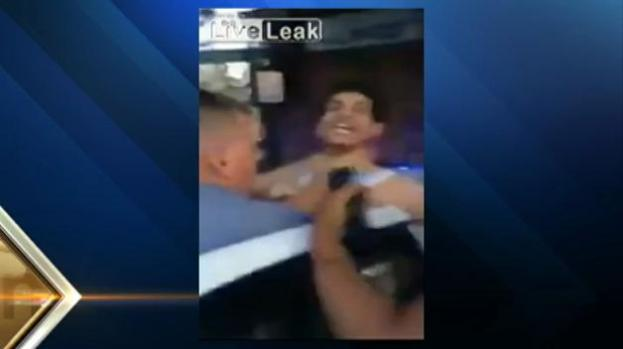 Investigan video donde policía agarró por el cuello a sospechoso