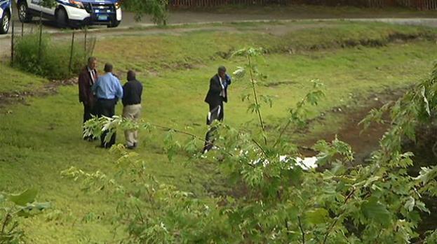 Encuentran cadáver flotando en Jamica Pond