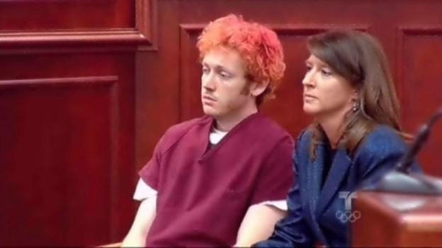Video: 140 cargos para James Holmes