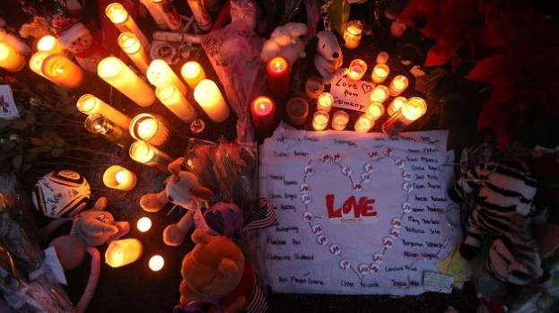 Video: Newtown entierra a sus ángeles